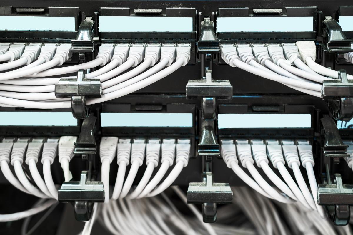 倞華電腦的建構網路設備服務 - 網絡佈線